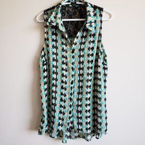 ♕2/$15 NEW DIRECTIONS Lace Sleeveless Button Top
